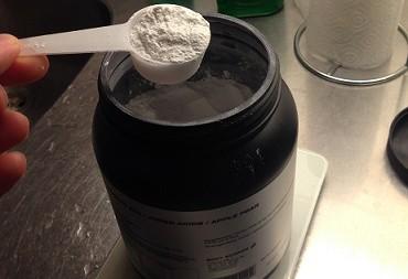 12 - 13 gram av Body Science EAA brukar vara lagom per dos